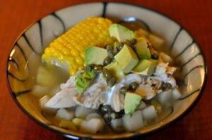 prato milho frango comida colombiana