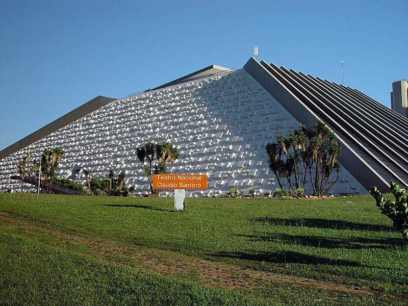 Passeios em Brasília no TEatro Nacional