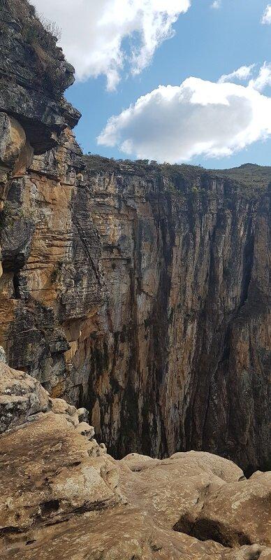 trilhas da cachoeira do tabuleiro rocha