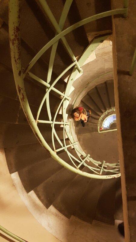 como economizar na europa escada portugal