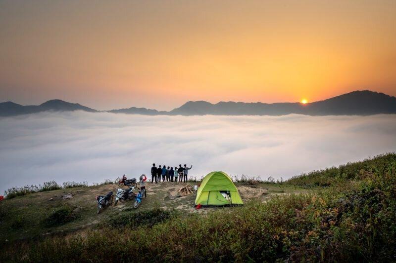 camping em cima das nuvens